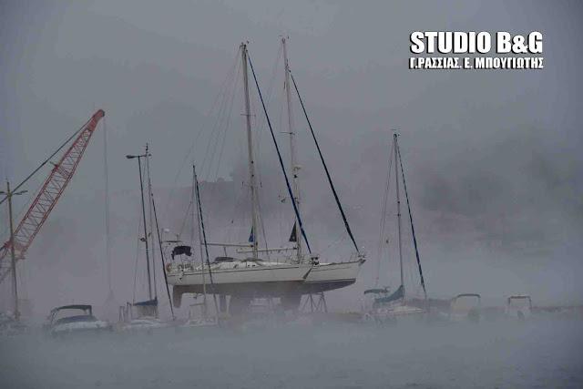 nauplio-thalassa-atmos-xioni-2 Σπάνιο θέαμα στο Ναύπλιο με την θάλασσα που «έβρασε» [εικόνες & βίντεο]