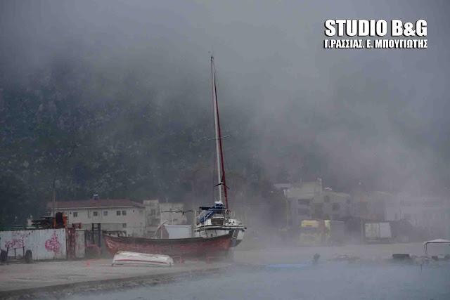 nauplio-thalassa-atmos-xioni-3 Σπάνιο θέαμα στο Ναύπλιο με την θάλασσα που «έβρασε» [εικόνες & βίντεο]
