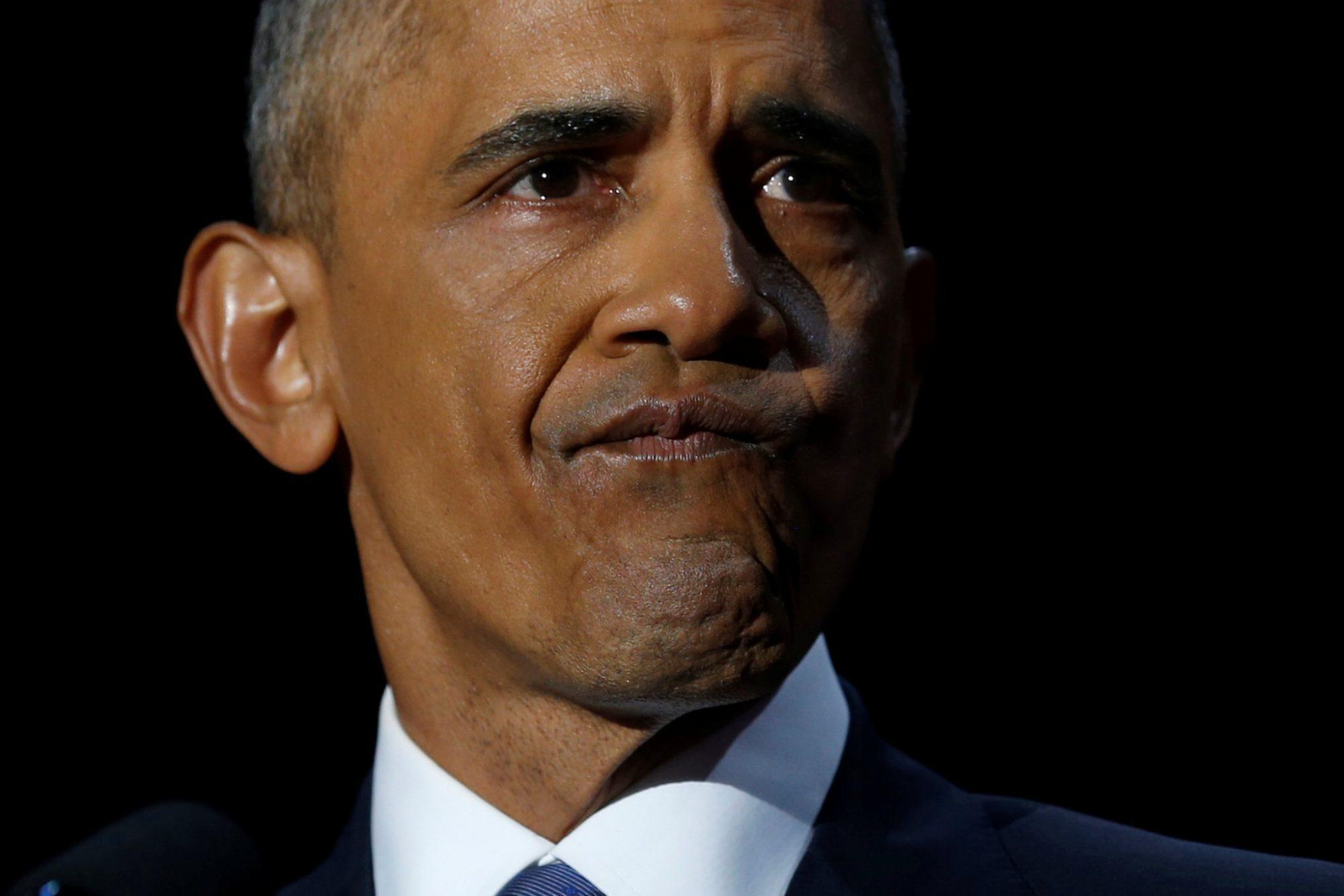 obama-1 «Με κάνατε καλύτερο άνθρωπο» - Mε δάκρυα, το αντίο του Ομπάμα  στους πολίτες  [εικόνες & βίντεο]