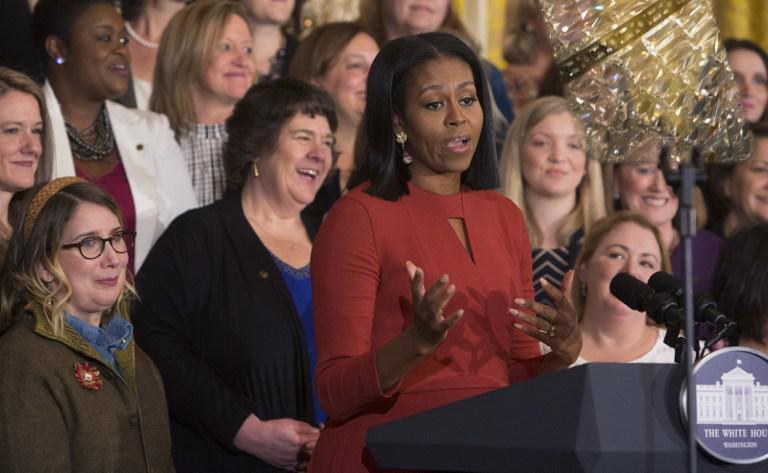obama-michelle1 Με δάκρυα η Μισέλ Ομπάμα αποχαιρέτησε τον Λευκό Οίκο [εικόνες & βίντεο]