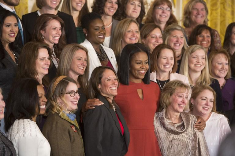 obama-michelle2 Με δάκρυα η Μισέλ Ομπάμα αποχαιρέτησε τον Λευκό Οίκο [εικόνες & βίντεο]