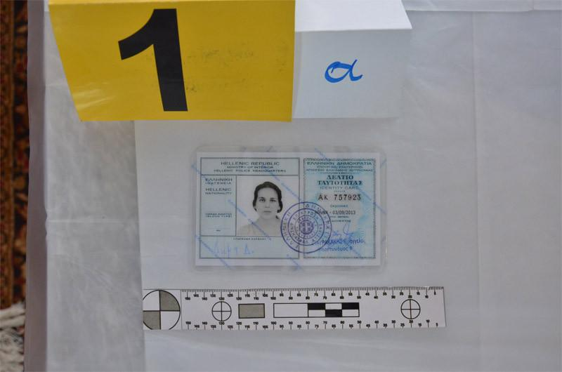 plastes-1300-1 Οι πλαστές ταυτότητες της Πόλας Ρούπα, της 25χρονης και των συνεργών τους - Προβληματισμός στην ΕΛ.ΑΣ [εικόνες]