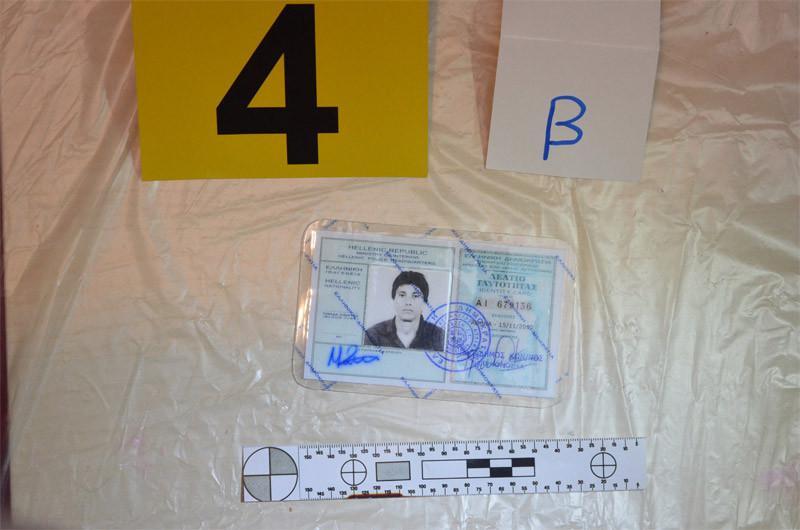 plastes4-1300 Οι πλαστές ταυτότητες της Πόλας Ρούπα, της 25χρονης και των συνεργών τους - Προβληματισμός στην ΕΛ.ΑΣ [εικόνες]