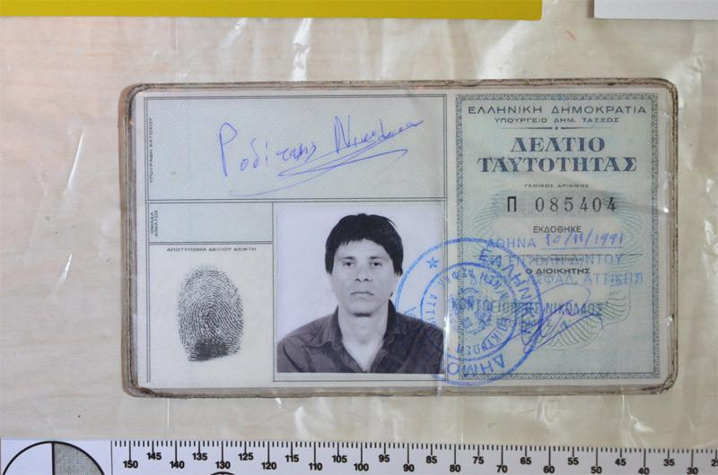 plastes8-1300 Οι πλαστές ταυτότητες της Πόλας Ρούπα, της 25χρονης και των συνεργών τους - Προβληματισμός στην ΕΛ.ΑΣ [εικόνες]
