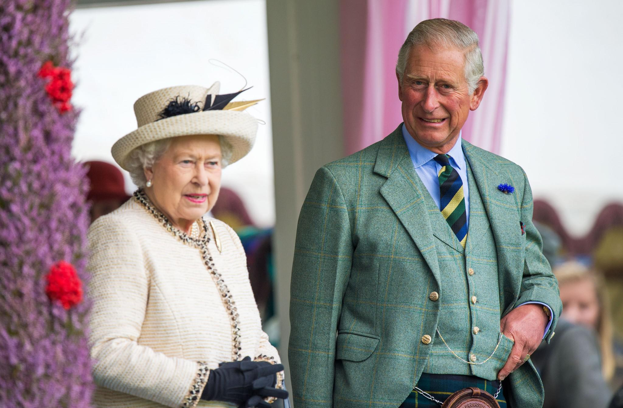 prince-charles-queen-elizabeth Δημοσίευμα της Mirror για τον… «θάνατο» και την κηδεία της Ελισάβετ