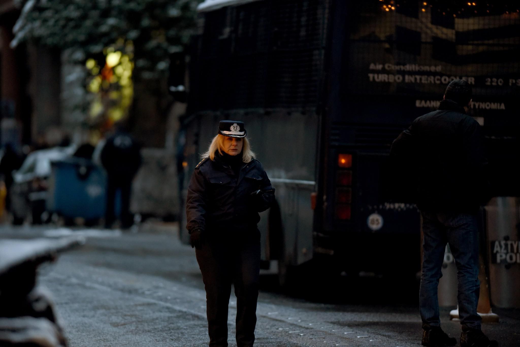 purovolismoi-grafeia-pasok-mat-traumatias-5 Πώς η «Επαναστατική Αυτοάμυνα» τραυμάτισε αστυνομικό έξω από τα γραφεία του ΠΑΣΟΚ