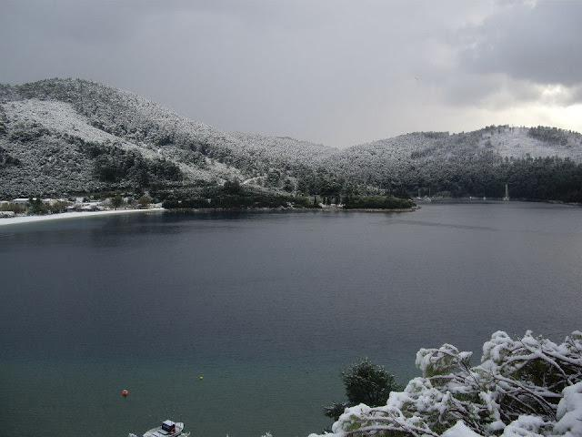 skopelos-xioni-thalassa Τραγική κατάσταση στην Αλόννησο  – Πολλά προβλήματα σε όλη την Ελλάδα από τον χιονιά