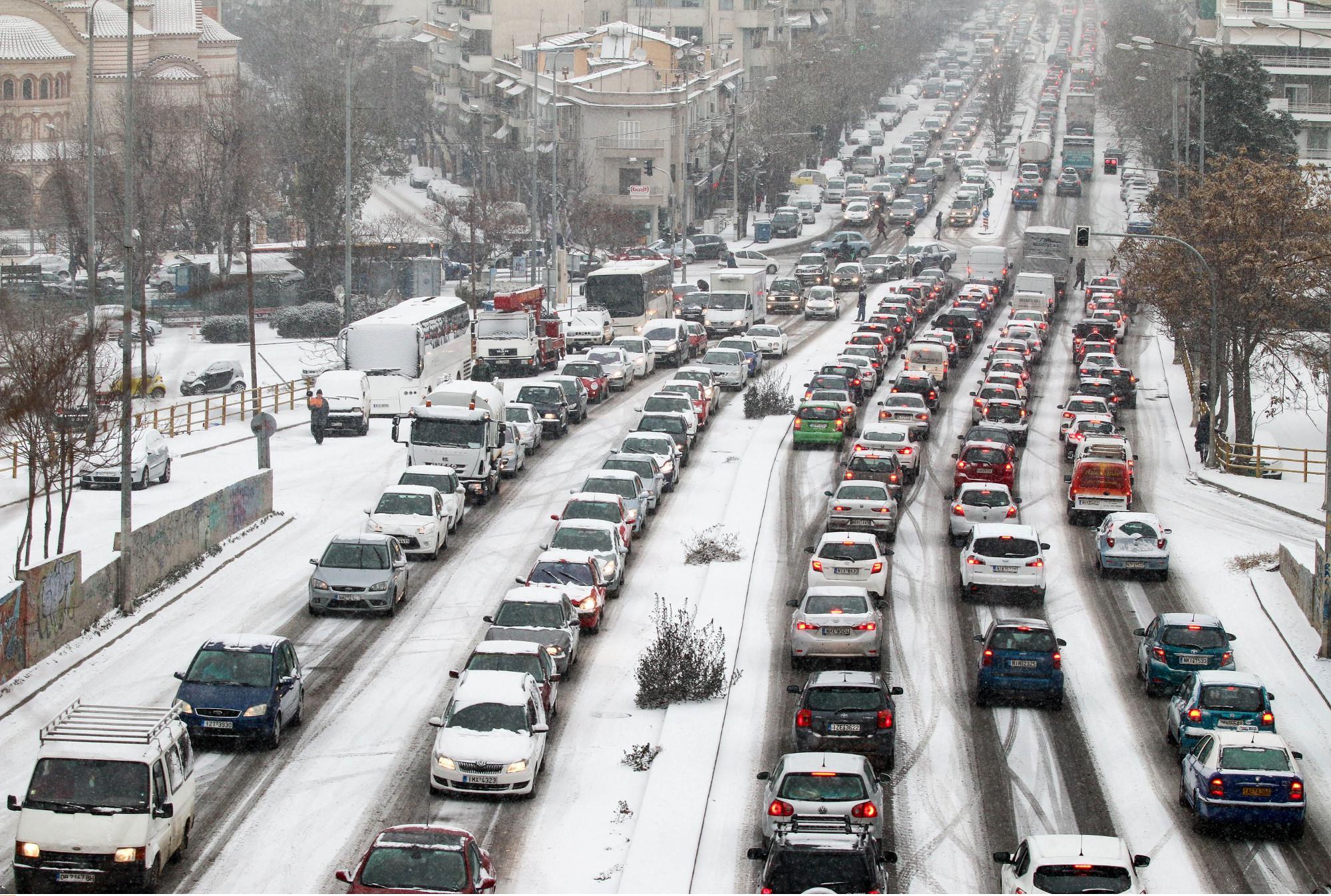 thessaloniki-botiliarisma-1300-1 Ατελείωτες ώρες στο μποτιλιάρισμα για τους οδηγούς στη Θεσσαλονίκη [εικόνες]