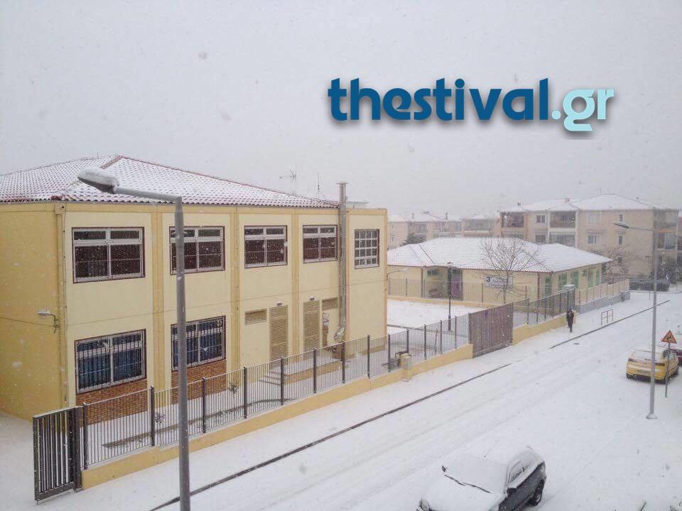 thessaloniki-xionia-3 Προβλήματα από την έντονη χιονόπτωση στο κέντρο της Θεσσαλονίκης [εικόνες]