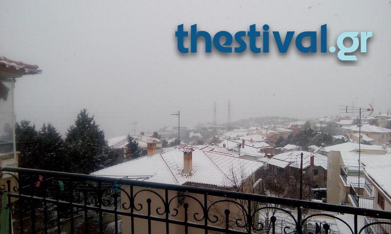 thessaloniki-xionia-4 Προβλήματα από την έντονη χιονόπτωση στο κέντρο της Θεσσαλονίκης [εικόνες]