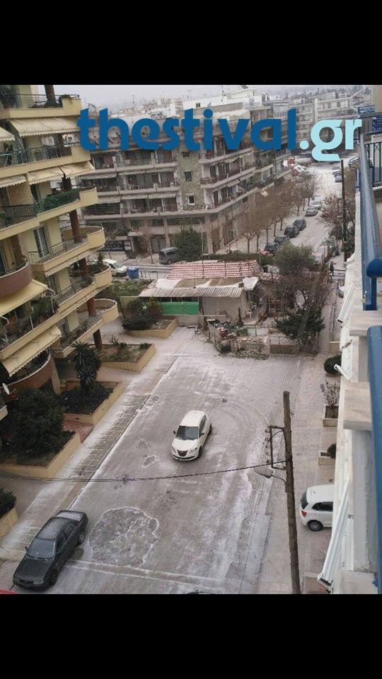 thessaloniki-xionia-5 Προβλήματα από την έντονη χιονόπτωση στο κέντρο της Θεσσαλονίκης [εικόνες]