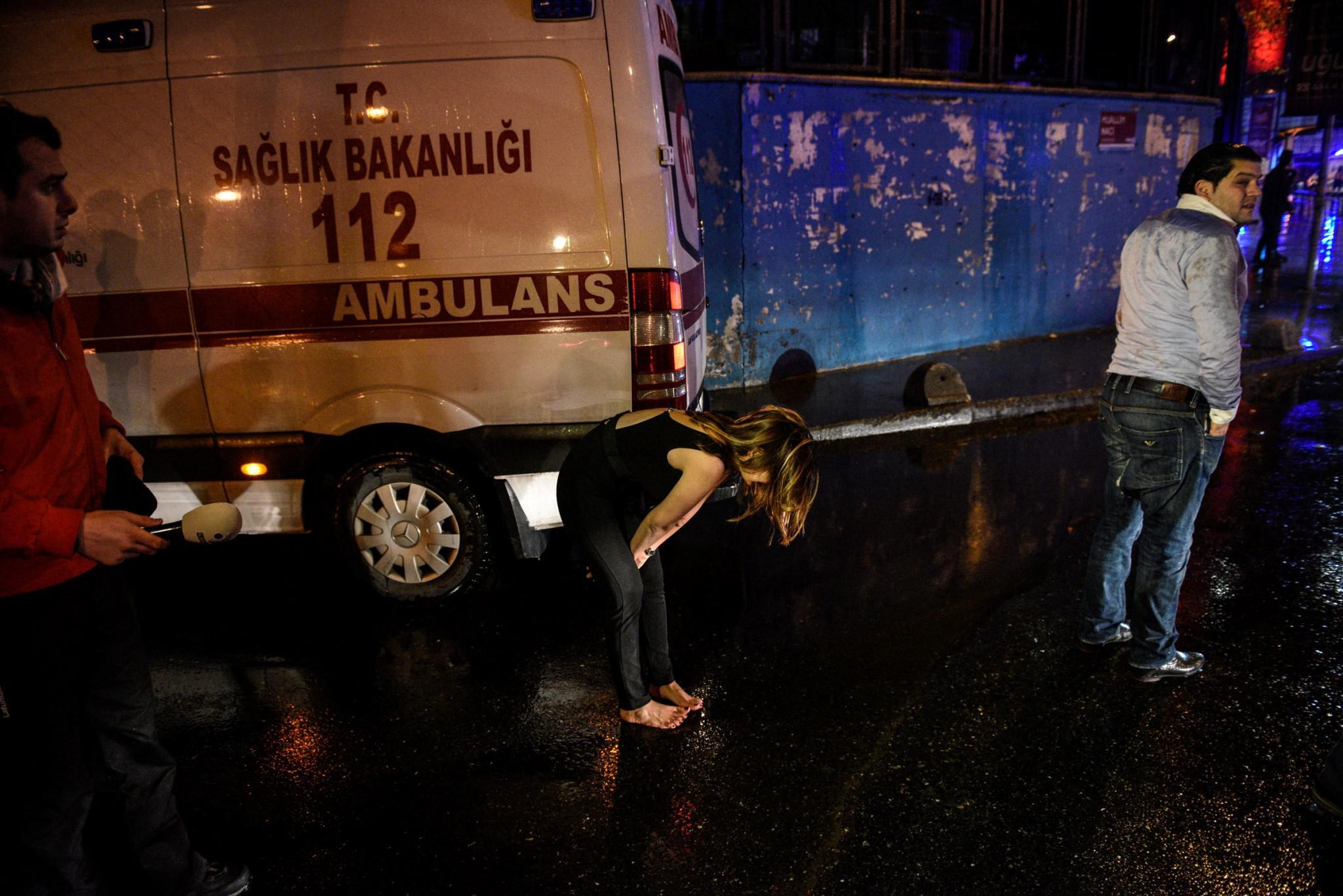 tourkia-epithesi-klamp-nekroi-4 Έτσι σκόρπισε τον θάνατο ο μακελάρης της Κωνσταντινούπολης [εικόνες & βίντεο]