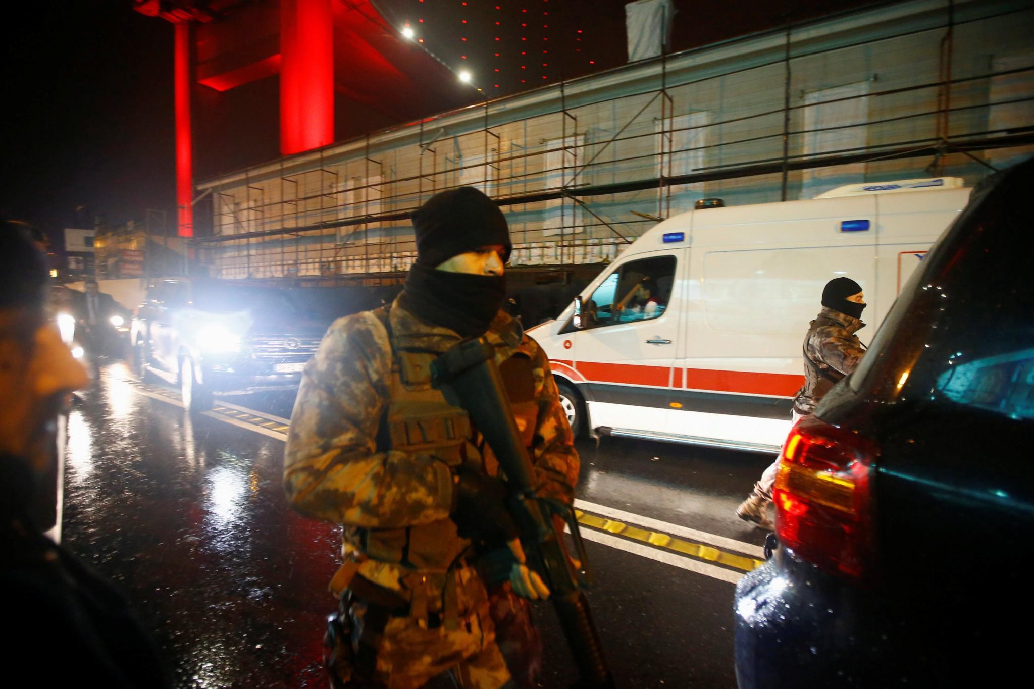 tourkia-epithesi-klamp-nekroi-5 Έτσι σκόρπισε τον θάνατο ο μακελάρης της Κωνσταντινούπολης [εικόνες & βίντεο]