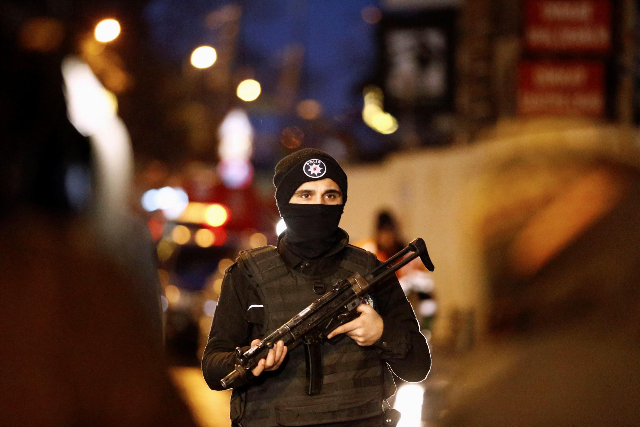 tourkia-epithesi-klamp-nekroi-6 Έτσι σκόρπισε τον θάνατο ο μακελάρης της Κωνσταντινούπολης [εικόνες & βίντεο]