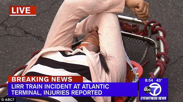 treno-bruklin1 Εκτροχιασμός τρένου στο Μπρούκλιν – Τουλάχιστον 37 τραυματίες [εικόνες]