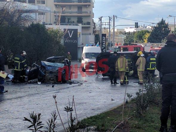 troxaio3-500 Νεκροί πατέρας και κόρη στο τροχαίο στην Κηφισίας - Σοβαρά τραυματίστηκε η μάνα [εικόνες]