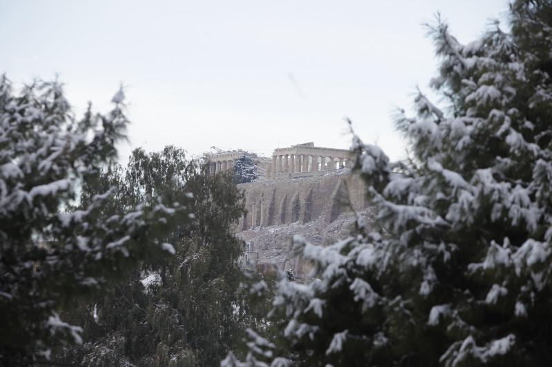 xionia-athina-kentro-topio-entiposiakes-eikones-2 Δέκα «κλικ» για την άσπρη μέρα της Αθήνας [εικόνες]