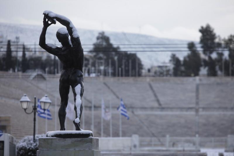 xionia-athina-kentro-topio-entiposiakes-eikones-4 Δέκα «κλικ» για την άσπρη μέρα της Αθήνας [εικόνες]