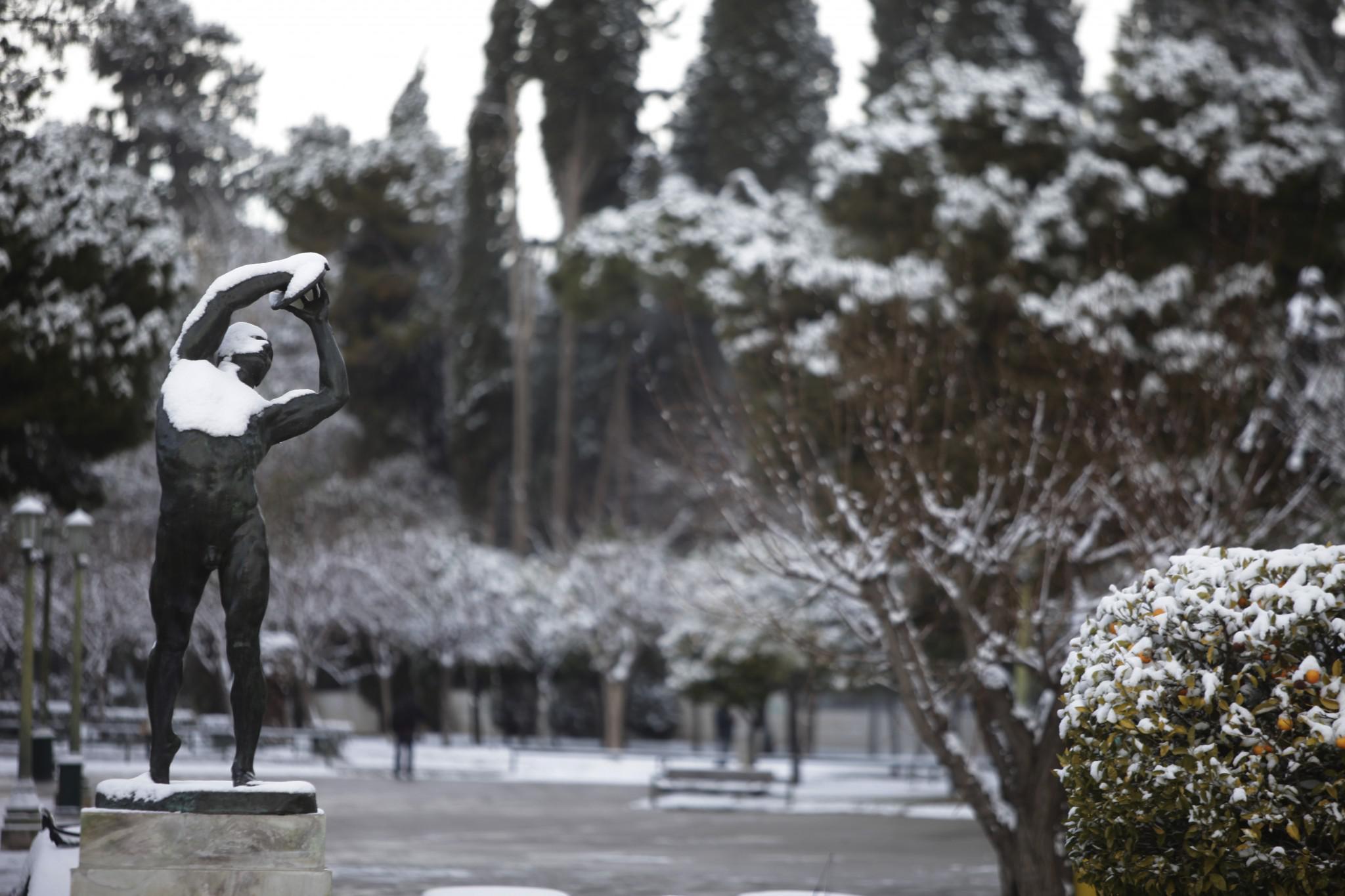 xionia-athina-kentro-topio-entiposiakes-eikones-5 Δέκα «κλικ» για την άσπρη μέρα της Αθήνας [εικόνες]
