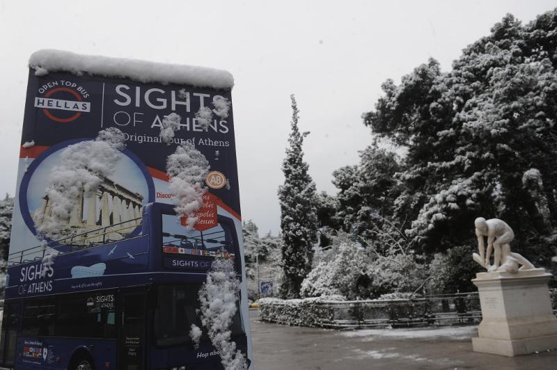 xionia-athina-kentro-topio-entiposiakes-eikones-9 Δέκα «κλικ» για την άσπρη μέρα της Αθήνας [εικόνες]