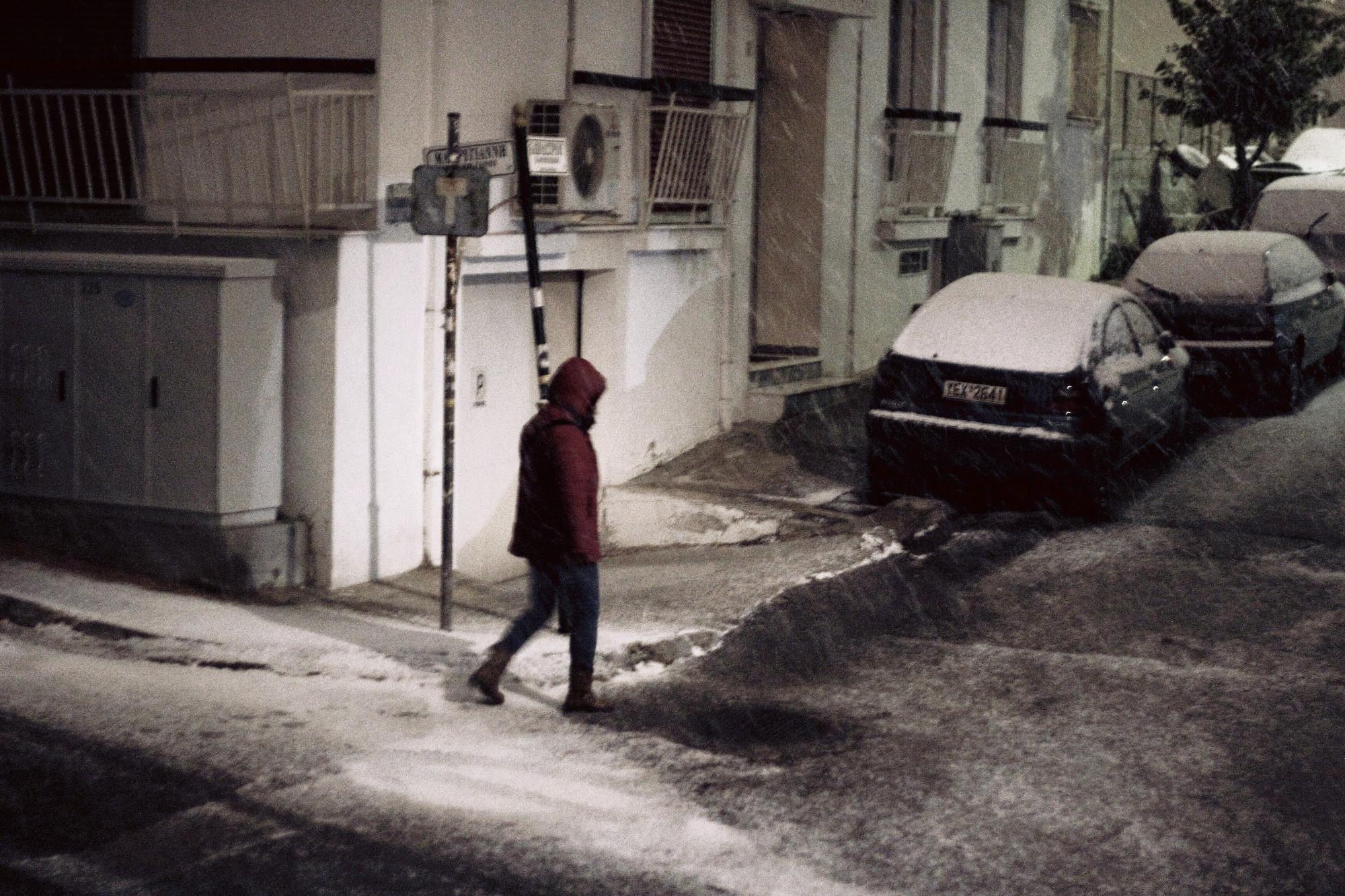 xionia-ilioupoli-1300 Στα «λευκά» ντύθηκε η Αθήνα – Συνεχίζεται και την Τρίτη η σφοδρή κακοκαιρία [εικόνες]