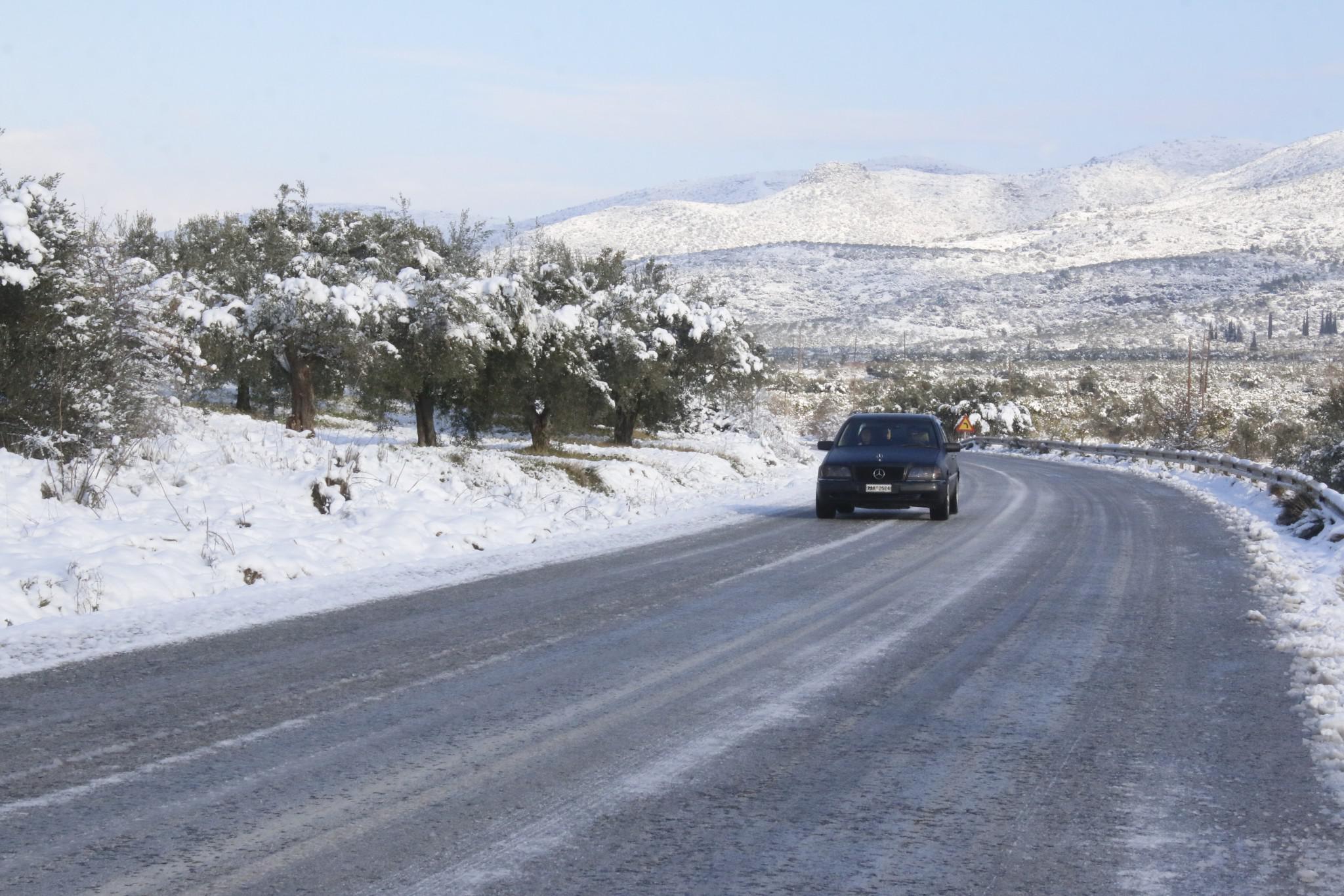 xionia-peloponisos-2 Τραγική κατάσταση στην Αλόννησο  – Πολλά προβλήματα σε όλη την Ελλάδα από τον χιονιά