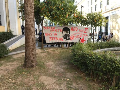 ANTIEKSOUSIASTERS-EUELPIDON-SUGKENTROSI Συγκέντρωση αντιεξουσιαστών στην Ευελπίδων [εικόνα]