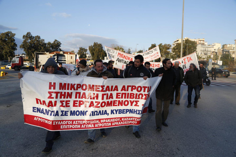 agrotes-kriti-apovasi-athina-3 Στην Βουλή οι αγρότες – Σε εξέλιξη το μεγάλο συλλαλητήριο