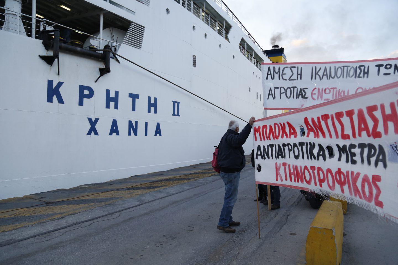 agrotes-kriti-apovasi-athina-7 Στην Βουλή οι αγρότες – Σε εξέλιξη το μεγάλο συλλαλητήριο