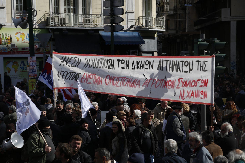 agrotes-sullaritirio-athina-1300-1 Στην Βουλή οι αγρότες – Σε εξέλιξη το μεγάλο συλλαλητήριο