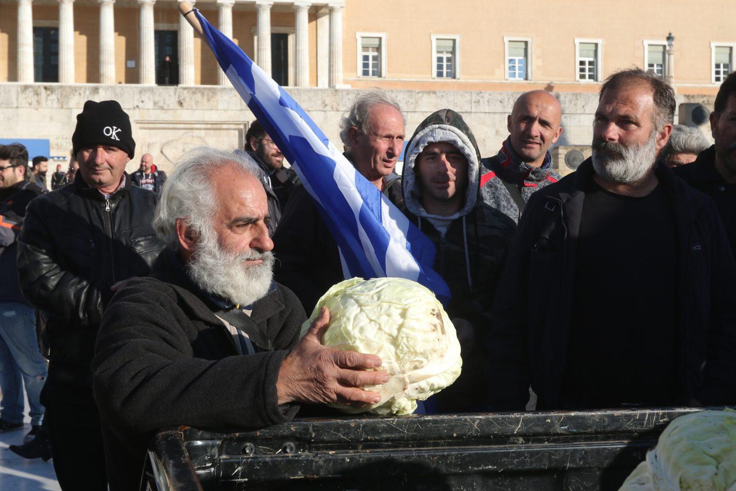 agrotes1-500 Ολοκληρώθηκε το παναγροτικό συλλαλητήριο [εικόνες]
