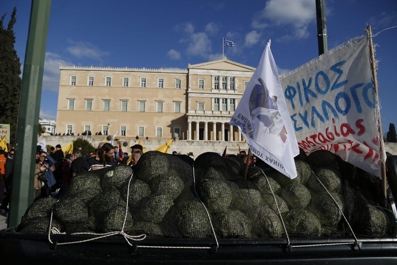 agrotes10-500 Ολοκληρώθηκε το παναγροτικό συλλαλητήριο [εικόνες]