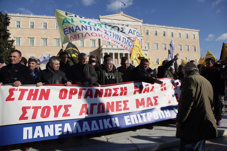 agrotes14-500 Ολοκληρώθηκε το παναγροτικό συλλαλητήριο [εικόνες]
