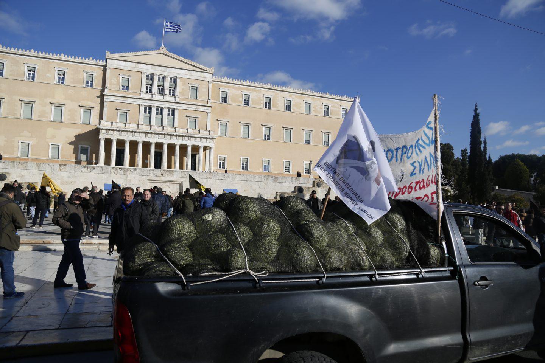 agrotes18-500 Ολοκληρώθηκε το παναγροτικό συλλαλητήριο [εικόνες]