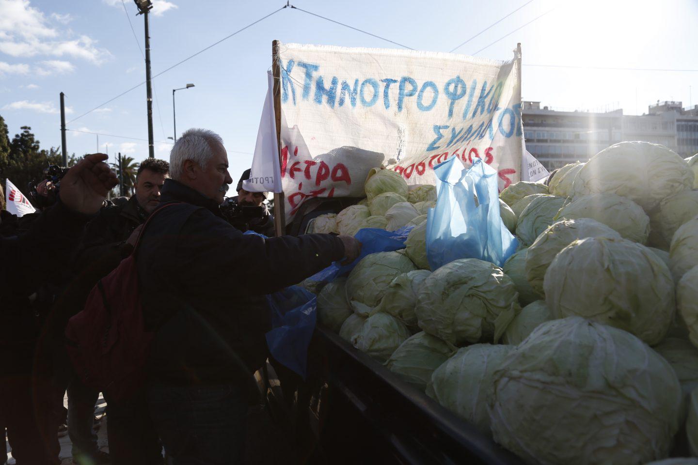 agrotes5-500 Ολοκληρώθηκε το παναγροτικό συλλαλητήριο [εικόνες]