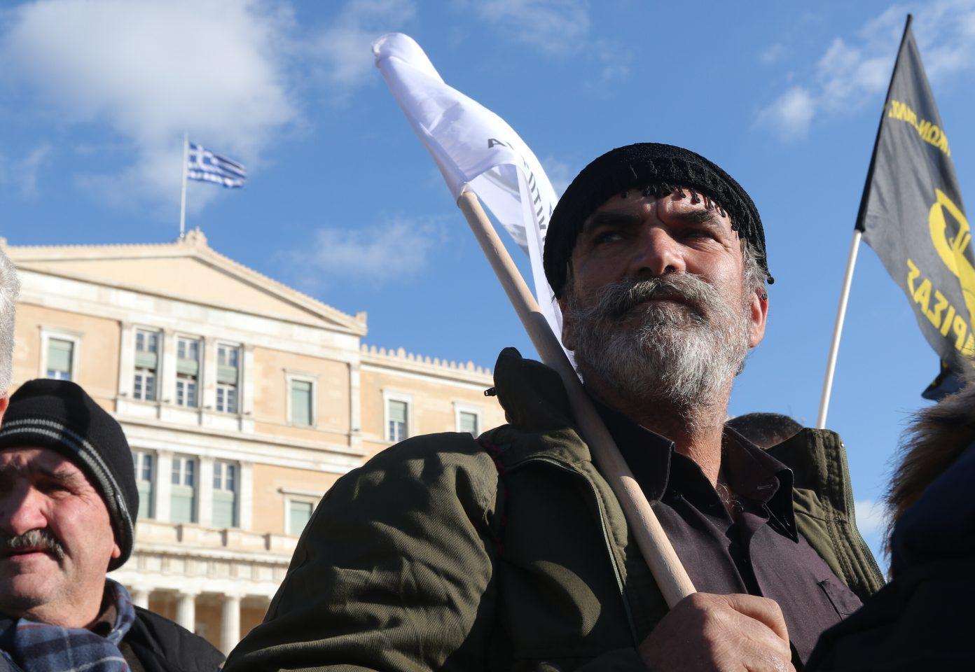 agrotes9-500 Ολοκληρώθηκε το παναγροτικό συλλαλητήριο [εικόνες]