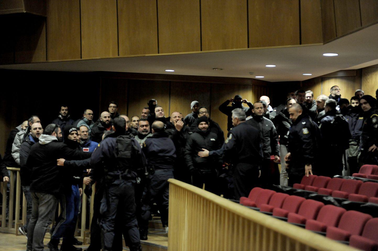diki-xa-epeisodia-1300-5 Η Μάγδα Φύσσα θα καταθέσει μήνυση για τα επεισόδια στη δίκη της Χρυσής Αυγής