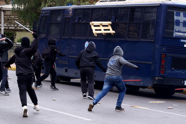 epeisodia1 Ένταση στο μαθητικό συλλαλητήριο στην Αθήνα [εικόνες]