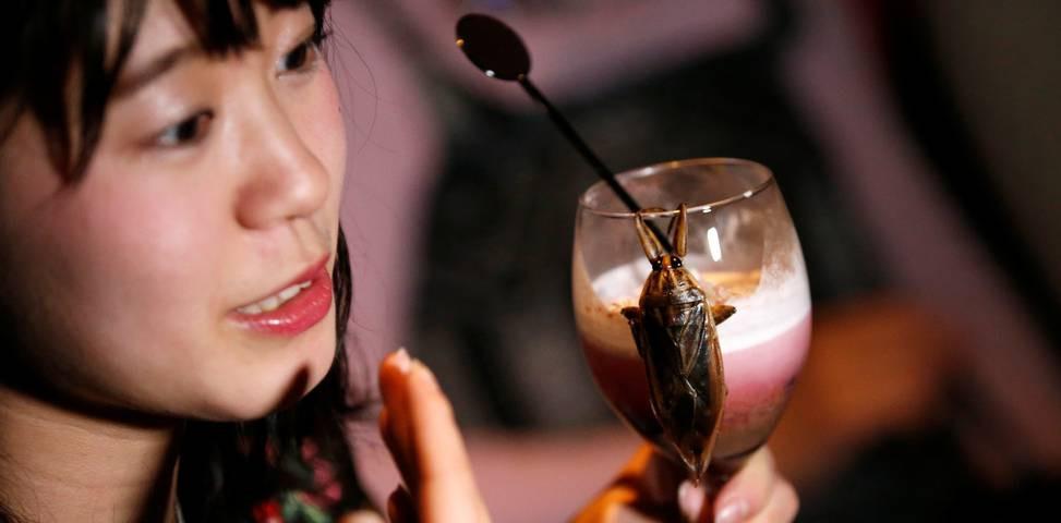 iapones-entoma-agiou-valentinou1 Οι Ιάπωνες γιορτάζουν τον Άγιο Βαλεντίνο με «λιχουδιές» από… έντομα [εικόνες & βίντεο]