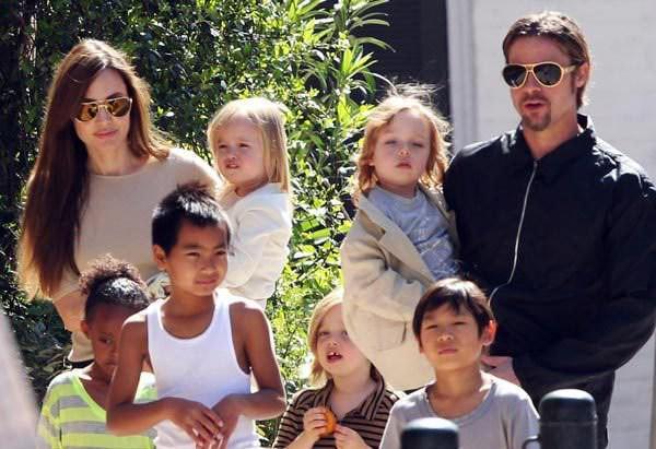 image Μετά το διαζύγιο η Αντελίνα Τζολί σκέφτεται να υιοθετήσει κι άλλο παιδί!