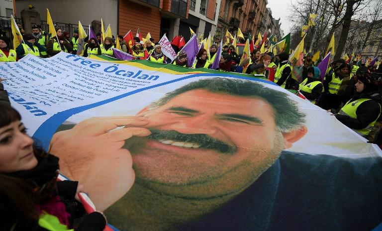 kourdoi1 «Αφηνίασε» ο Ερντογάν: Χιλιάδες Κούρδοι διαδήλωσαν για ανεξάρτητο Κουρδιστάν [εικόνες]