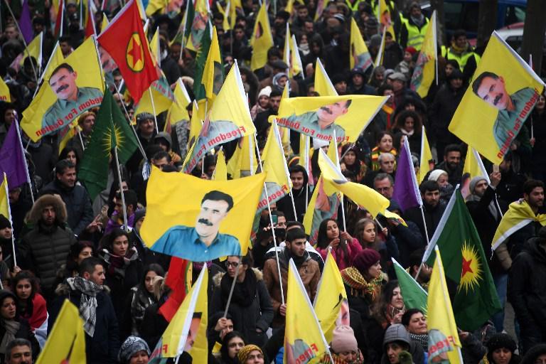 kourdoi2 «Αφηνίασε» ο Ερντογάν: Χιλιάδες Κούρδοι διαδήλωσαν για ανεξάρτητο Κουρδιστάν [εικόνες]