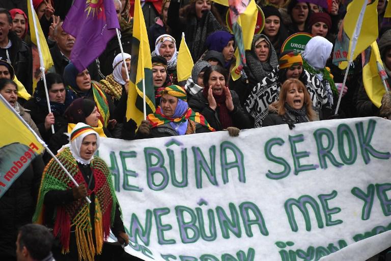 kourdoi4 «Αφηνίασε» ο Ερντογάν: Χιλιάδες Κούρδοι διαδήλωσαν για ανεξάρτητο Κουρδιστάν [εικόνες]