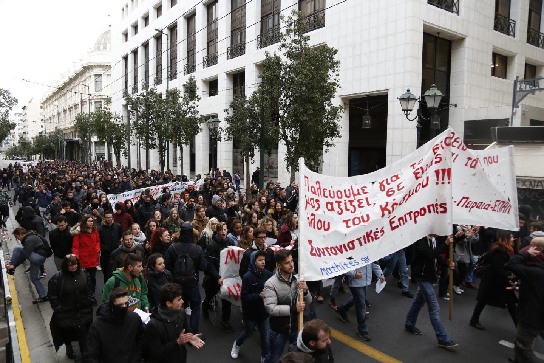 mathitiko-sillalitirio3 Ένταση στο μαθητικό συλλαλητήριο στην Αθήνα [εικόνες]