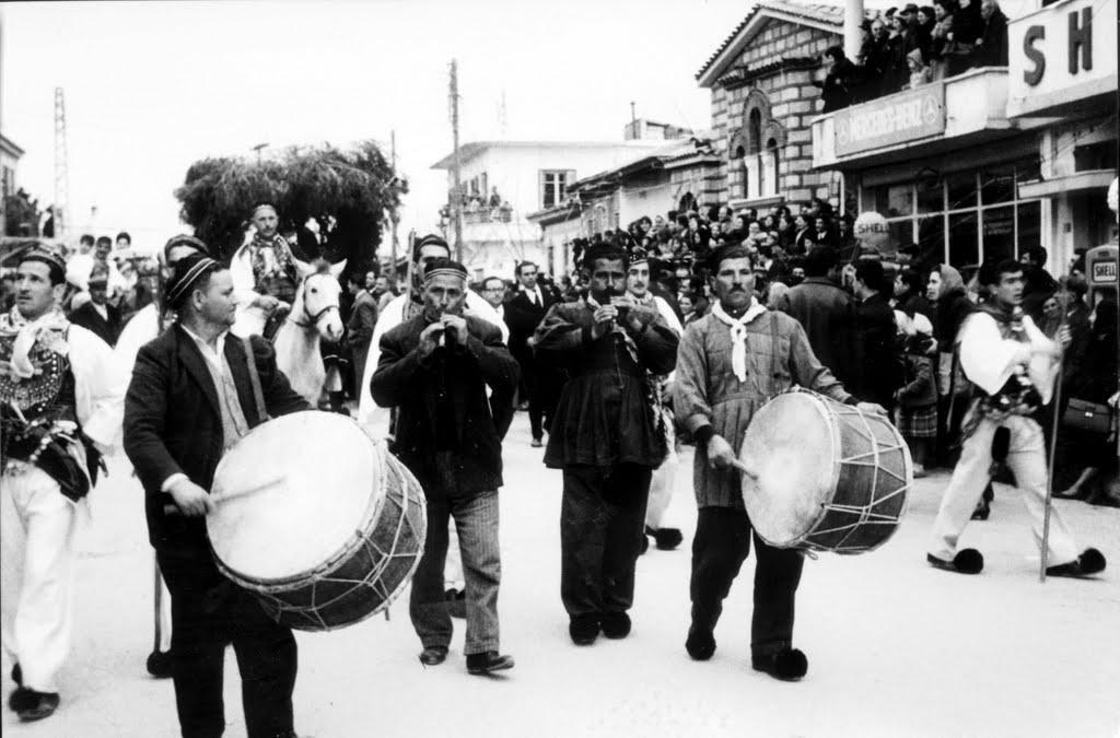 thiva Τσικνοπέμπτη 2017: Γιατί τσικνίζουμε και ποια είναι τα έθιμα σε όλη την Ελλάδα