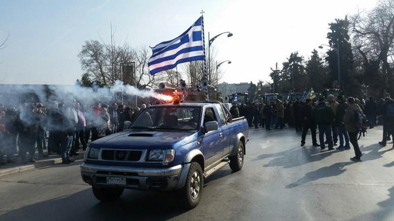 trakter-thess3-1300 Στην Βουλή οι αγρότες – Σε εξέλιξη το μεγάλο συλλαλητήριο