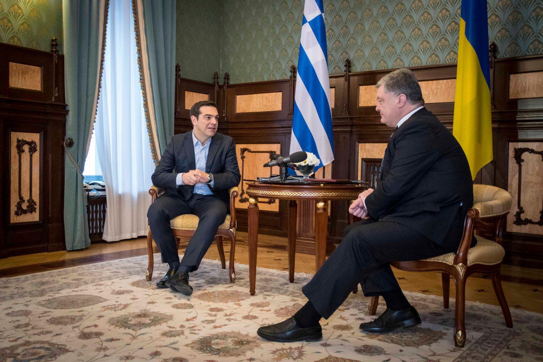 tsipras-porosenko1-1300 Τσίπρας: Επιδιώκουμε να υπάρξει διέξοδος στην Ουκρανική κρίση