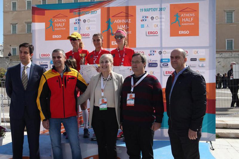 mar11 Ημιμαραθώνιος Αθήνας: Στο τρέξιμο πολιτικοί, γονείς, αθλητές και χιλιάδες κόσμου [εικόνες]