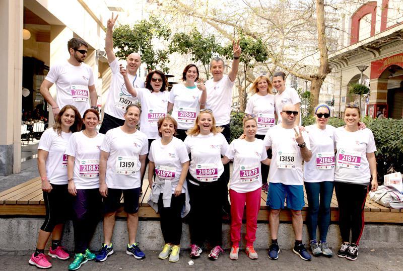 mar2 Ημιμαραθώνιος Αθήνας: Στο τρέξιμο πολιτικοί, γονείς, αθλητές και χιλιάδες κόσμου [εικόνες]