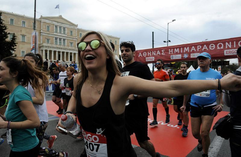 mar5 Ημιμαραθώνιος Αθήνας: Στο τρέξιμο πολιτικοί, γονείς, αθλητές και χιλιάδες κόσμου [εικόνες]